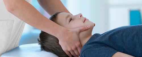 niño-masaje